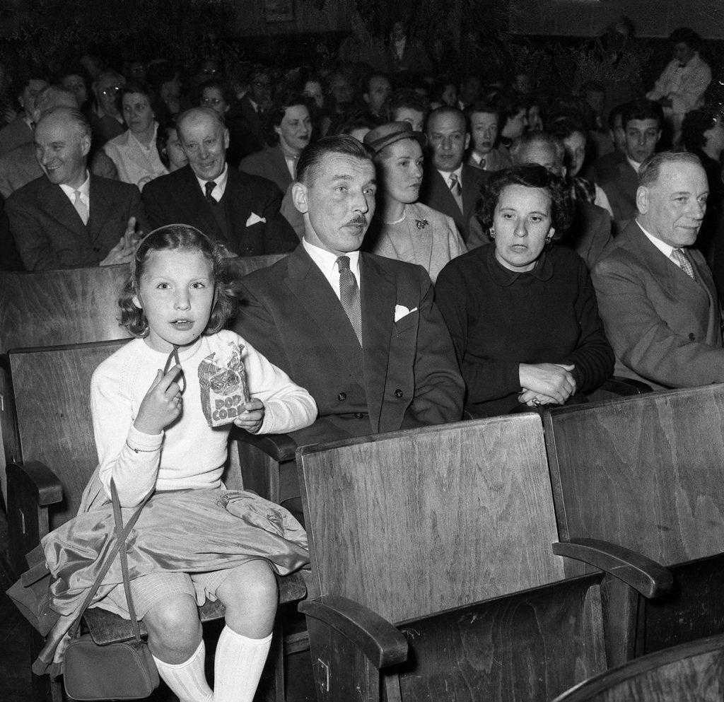 Giornalfoto Festival dei Ragazzi, proiezione film Heidi: ruminatori di popcorn 26.05.1953